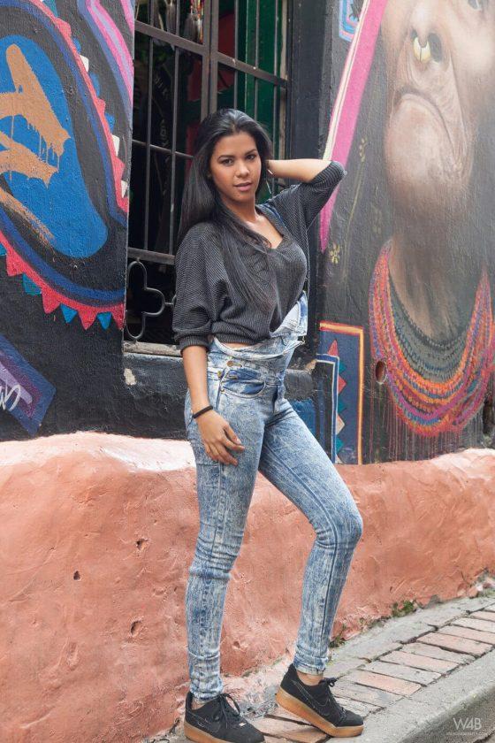 sexy latina hot body outside