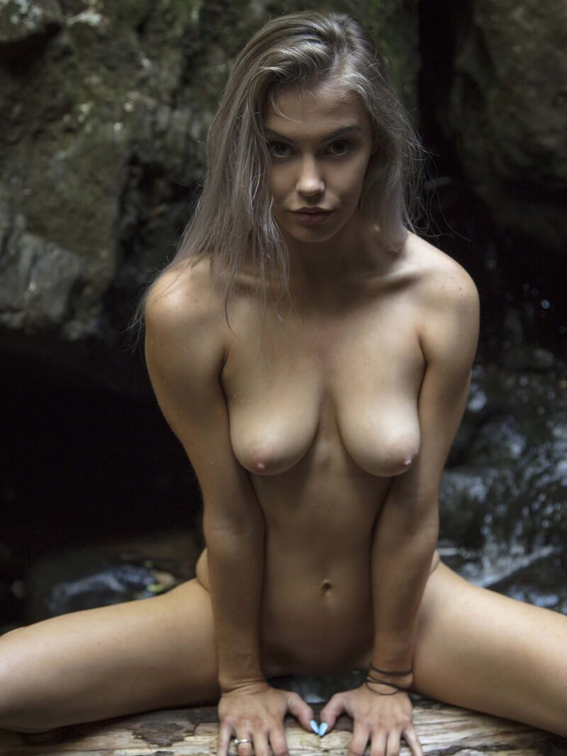beautiful erotic girl Tiffani nude