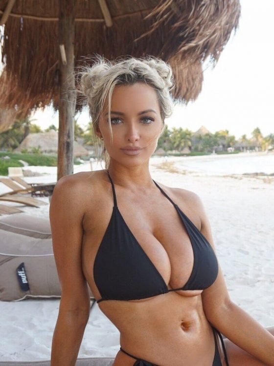Busty bikini babe on its best: Lindsey Pelas smokin' hot on the beach!