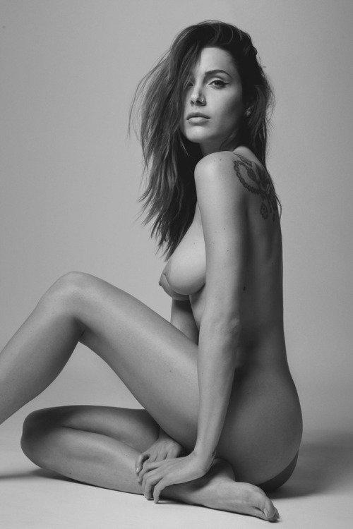 seductive model naked pose