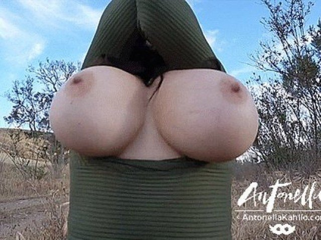 antonella-kahlo-boobs