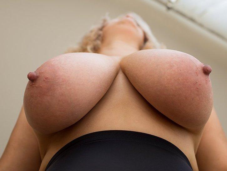 big-boobs-Charlotte Swan