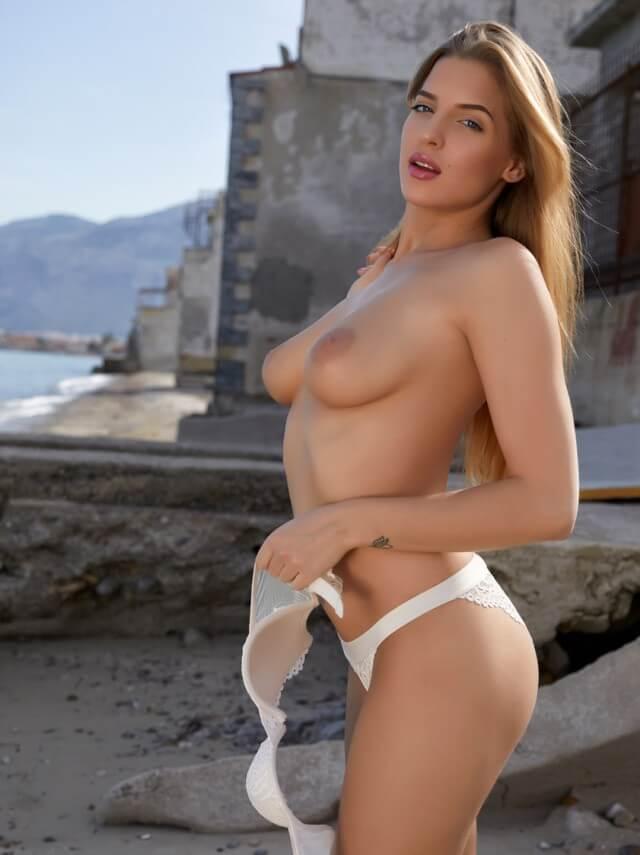 topless big tits model