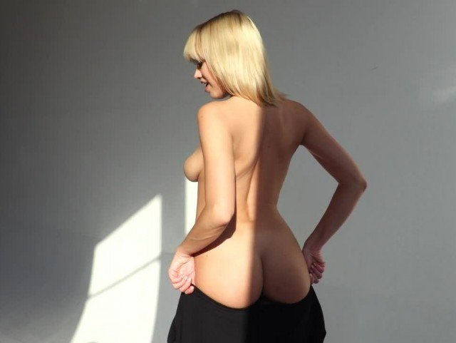 nude video wit hot blonde model