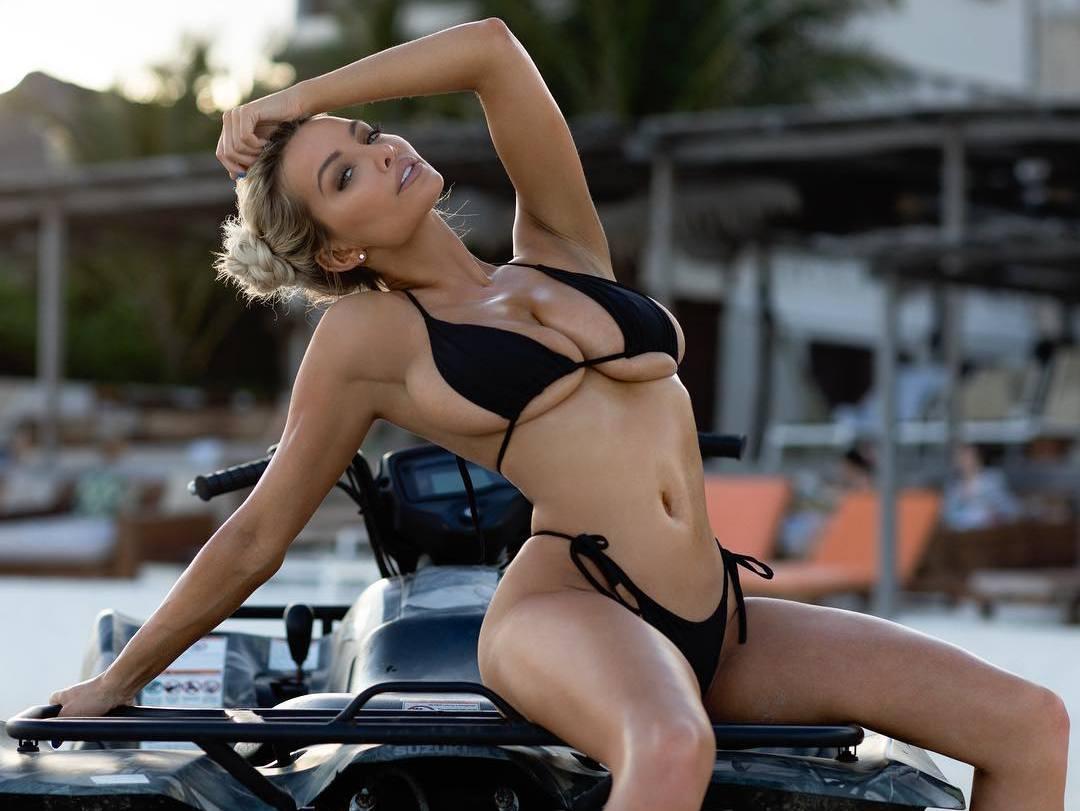 Lindsey Pelas sexy bikini babe