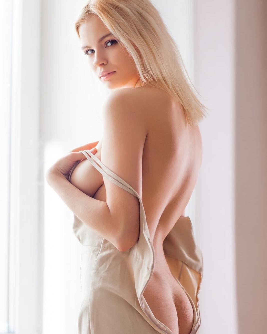 blonde babe temtation pose