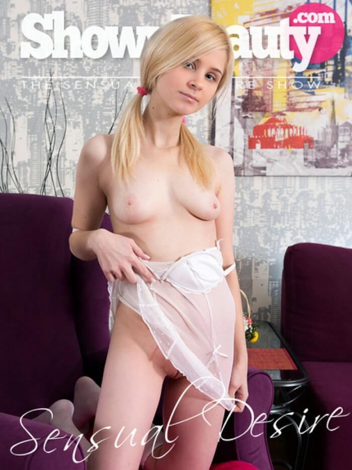 slim teen blonde pussy nude