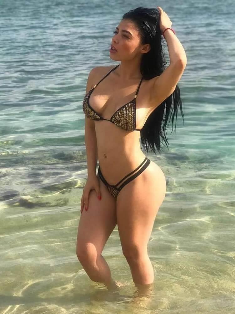 Tracy Saenz hot bikini babe
