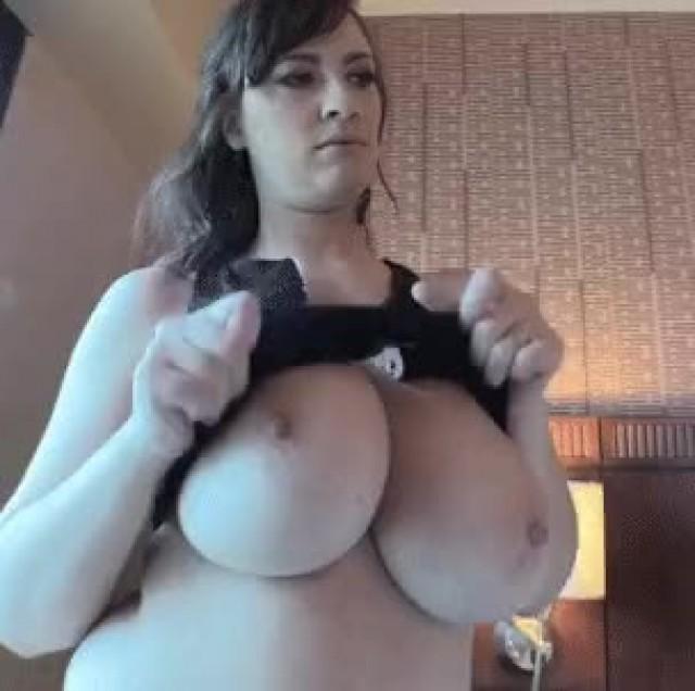lana-kendrick-flashing-boobs