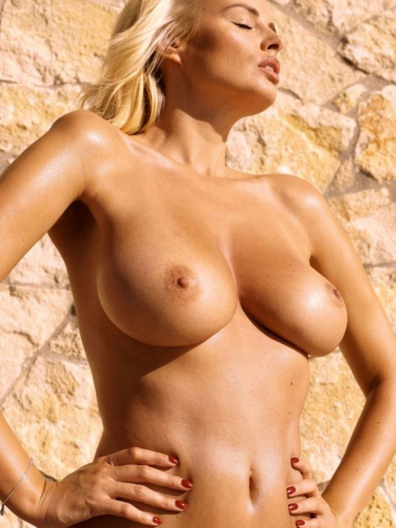 girl with tits in sun-light photo 18