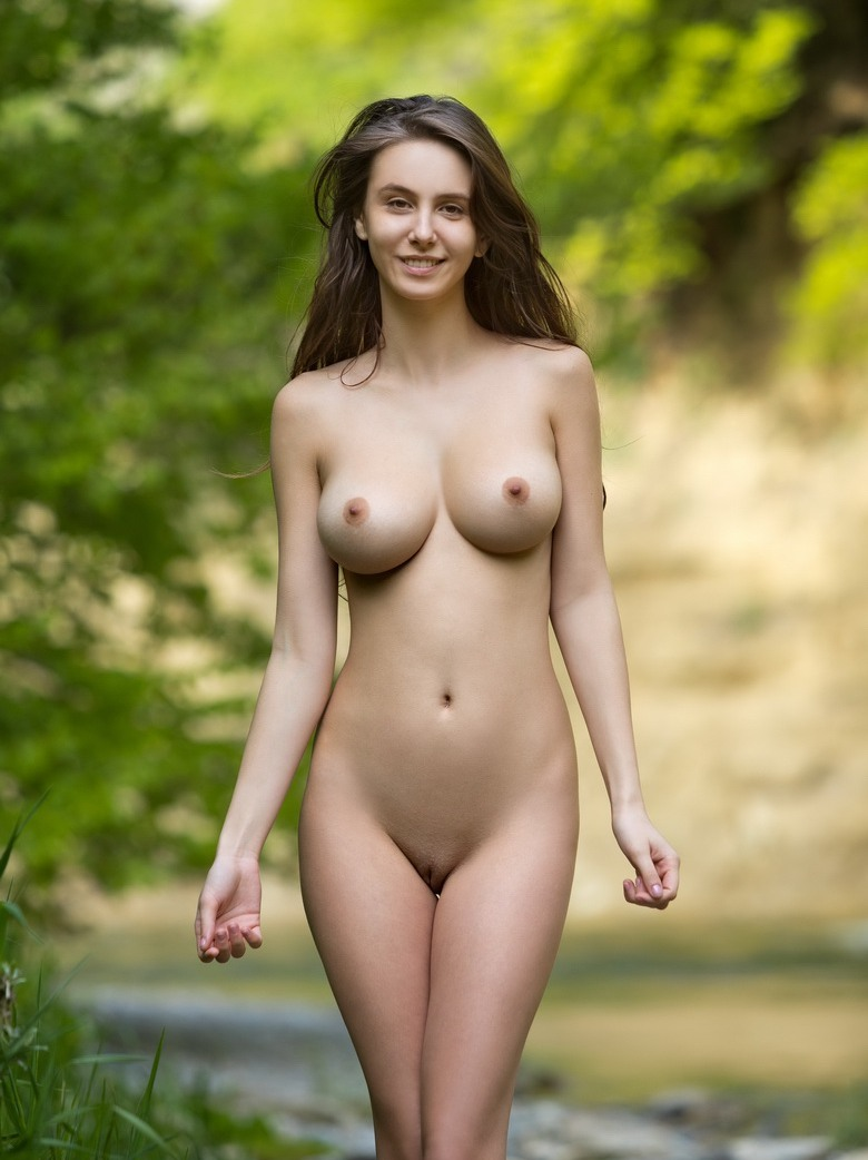 Alisa erotic model naked pose