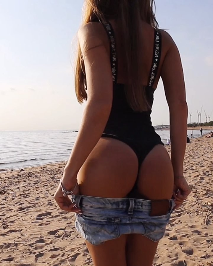 hot girl Natasha Nya sexy buttocks in thong swismuit