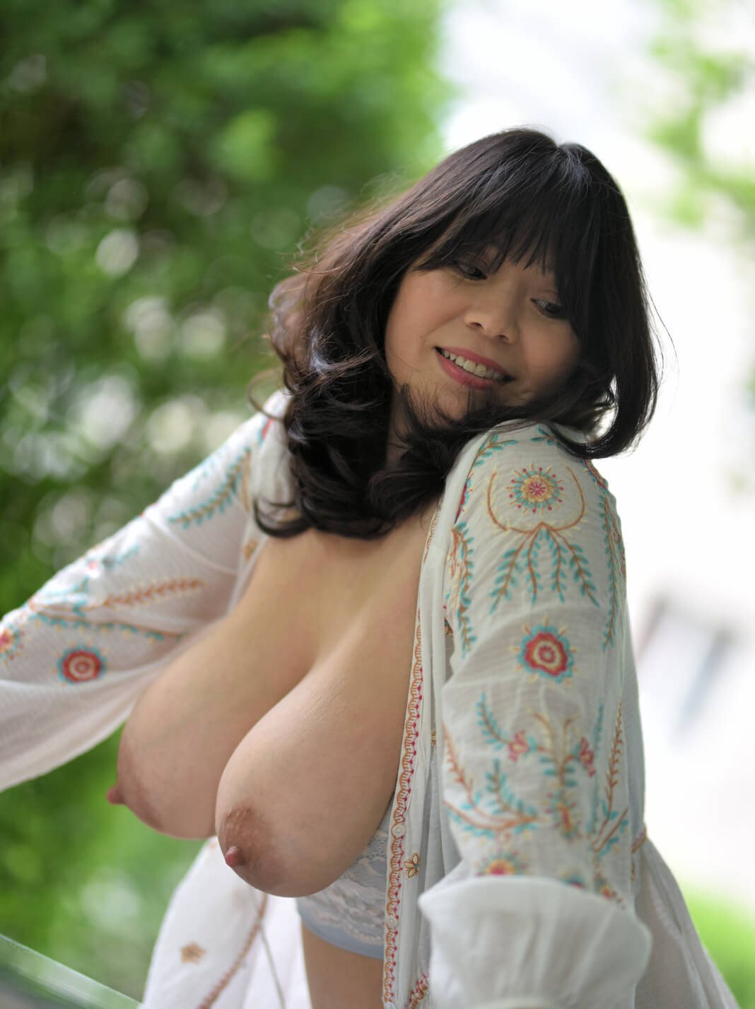 Mature Asian Babe Sunny Chocolat Exposes Natural Large -3101