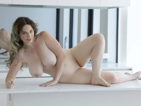 curvy-naked-girl-photo-11