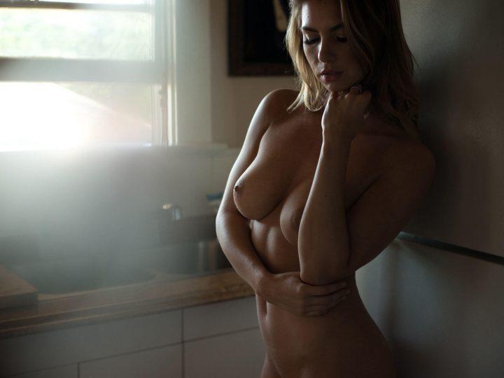 Hot babe big tits nude model