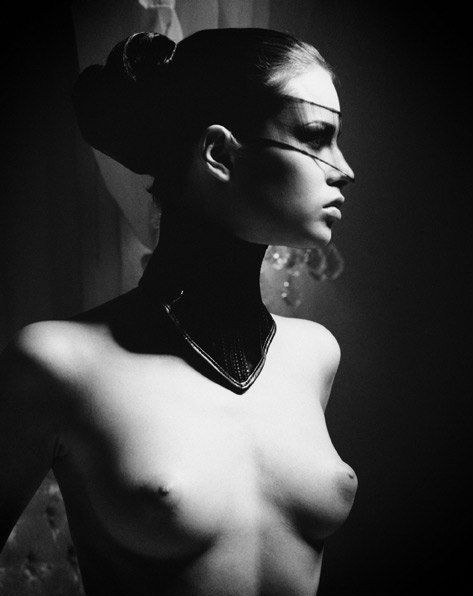 Naked-tits-black-and-white -art-3