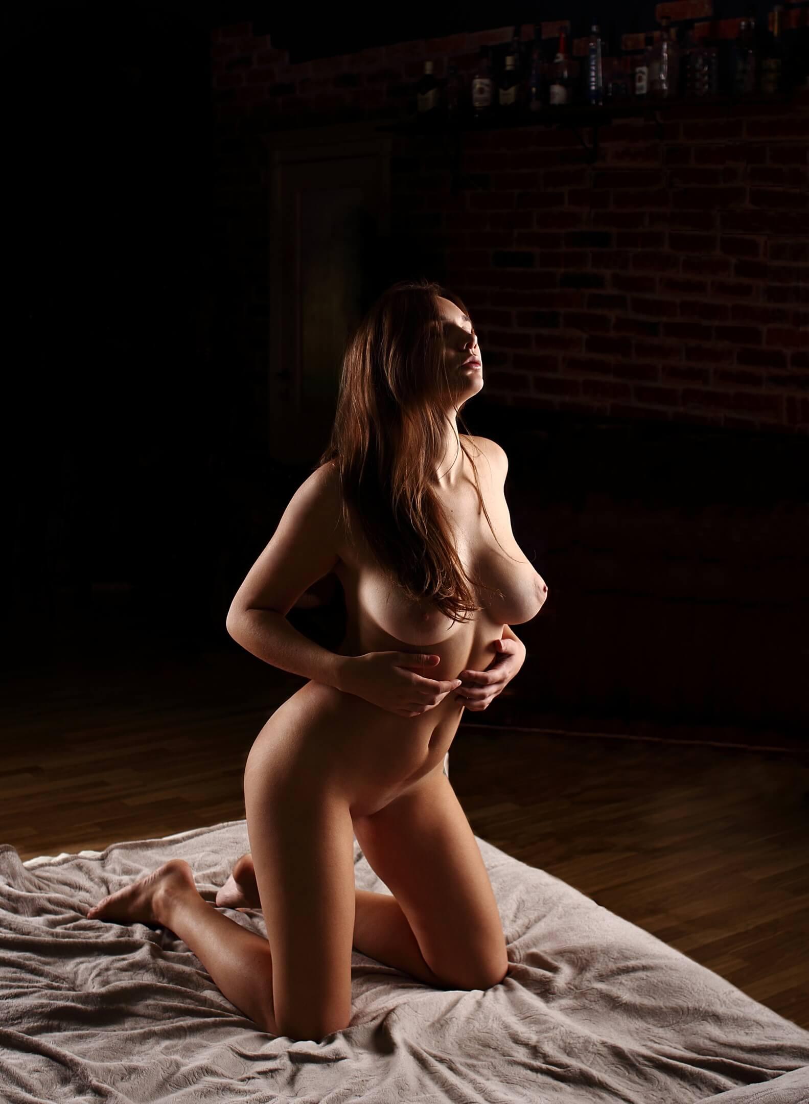 Nude model Natali Tihomirova in hot photo shoots ...