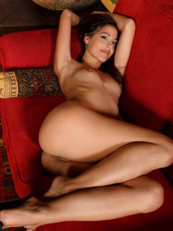 Lorena B MetArt naked pose