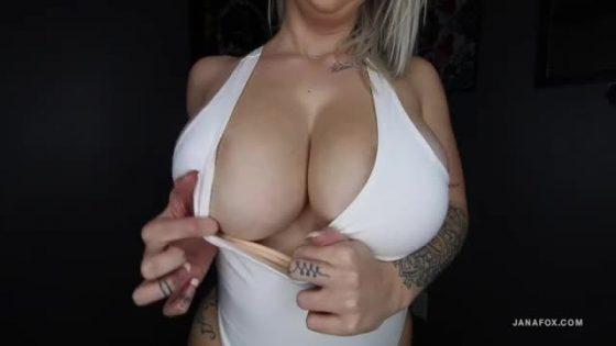 Jana Fox boobs