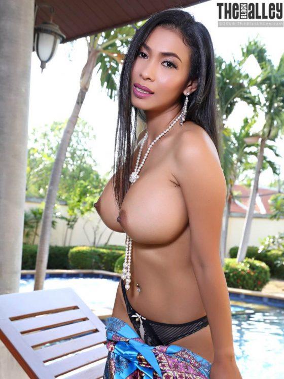 TheBlackAlley Calisia strips topless shot