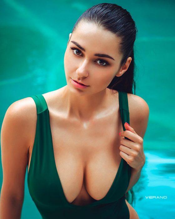wet boobs sexy cleavage bikini