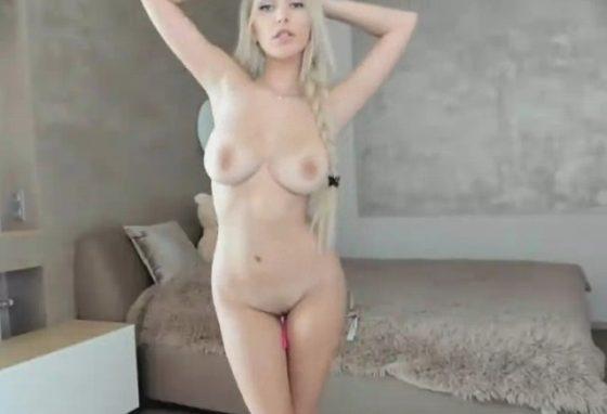 naked girl perfect natural tits