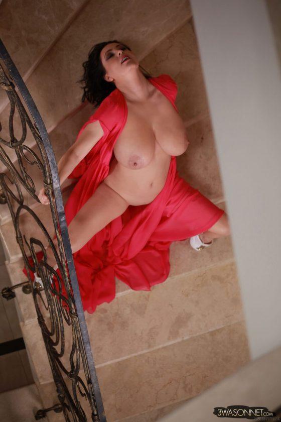 Ewa Sonnet topless Busty Queen-11