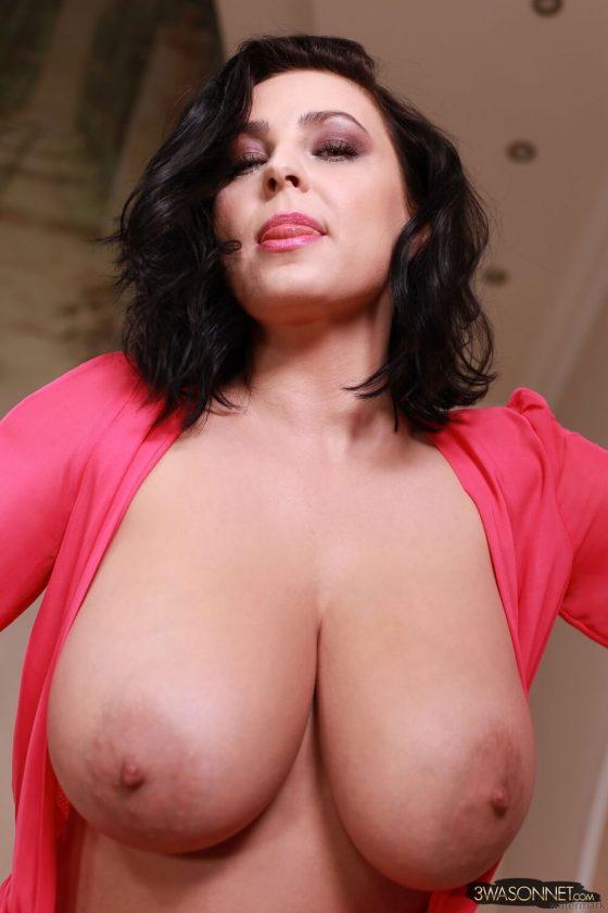 Ewa Sonnet topless Busty Queen-6