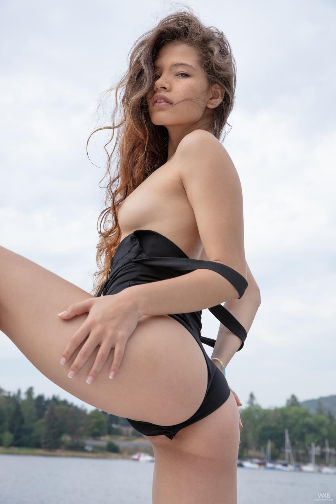 Irene Rouse - Young Pirate Watch4beauty ⋆ Pandesia World