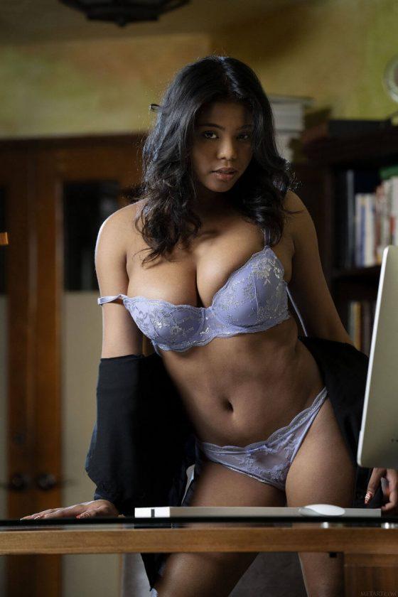 busty model Nia Nicce naked black tits shot 3