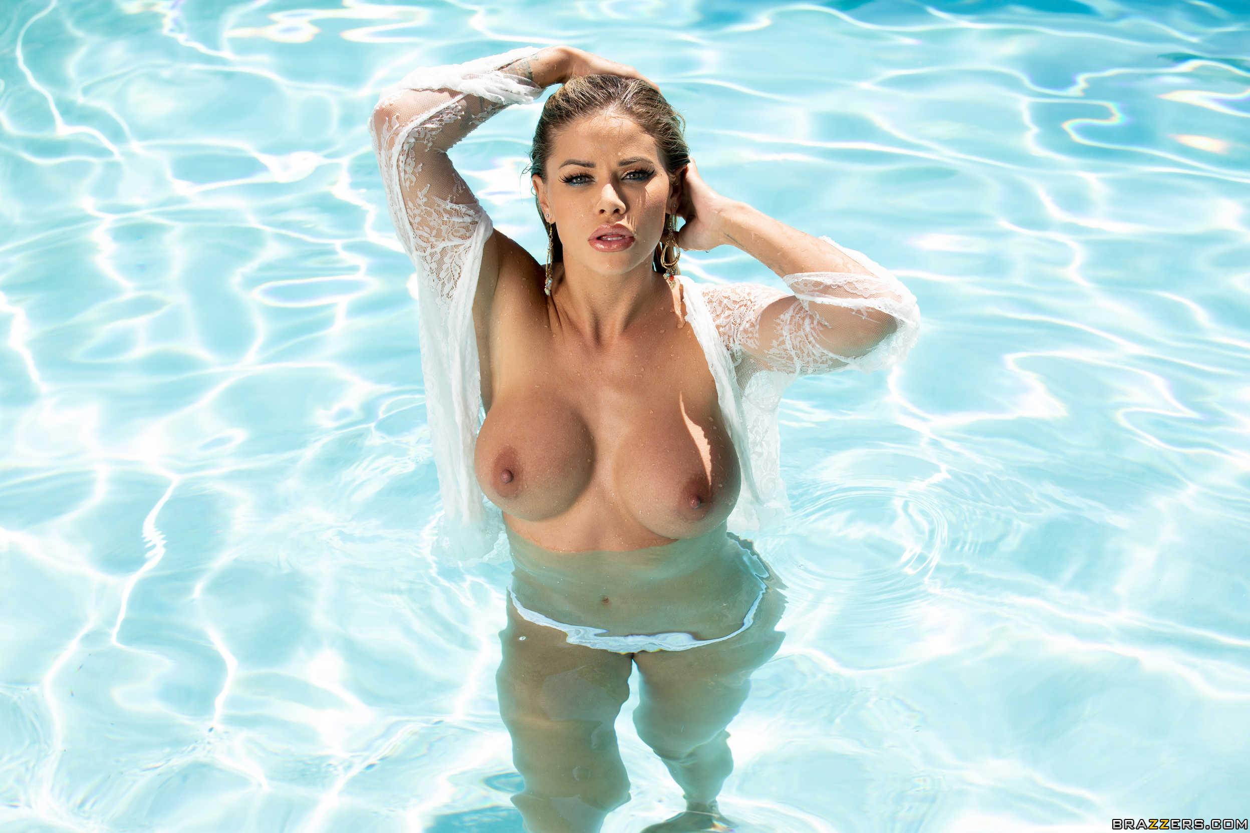 Selena gomez pool nackt