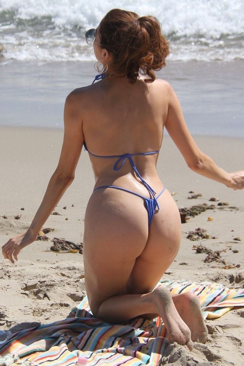 Blanca Blanco in G-string bikini on the beach!
