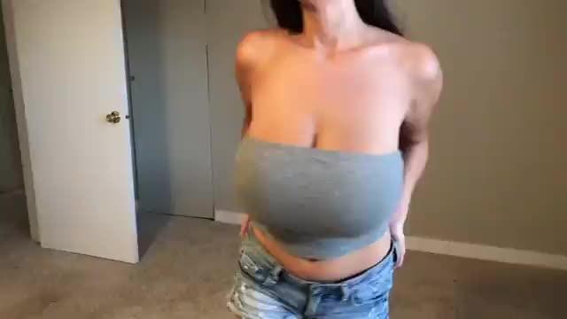 Simply breathtaking boobs and areolas! (gif)