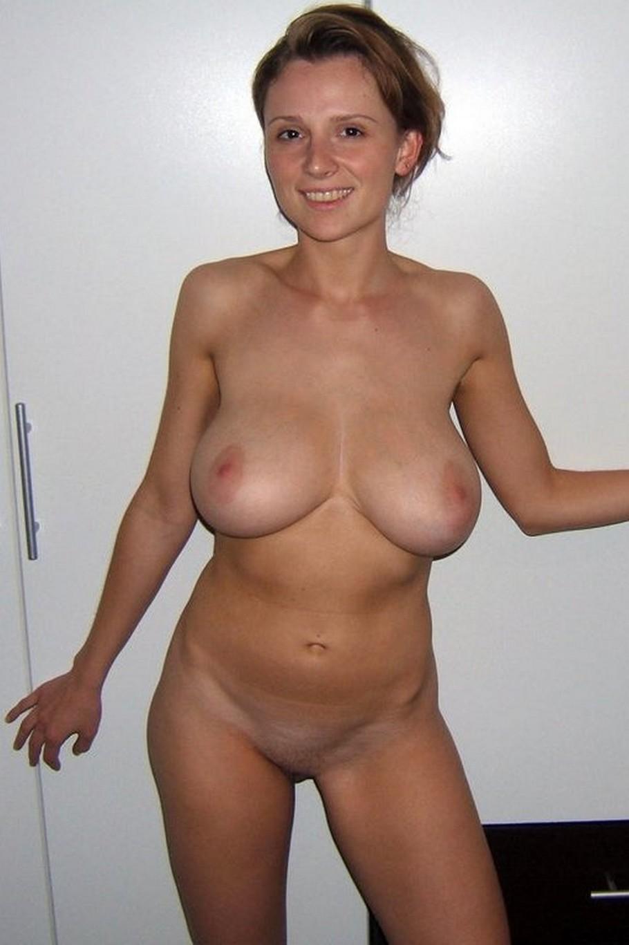 Busty nude amateur