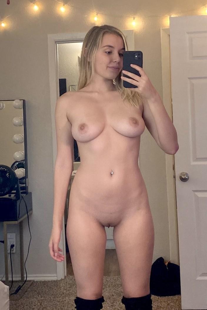 Girl selfies naked Instagram: Model