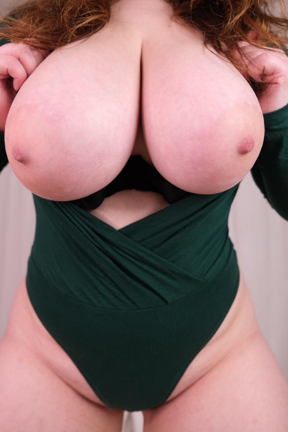 Girl nude big Busty Nude
