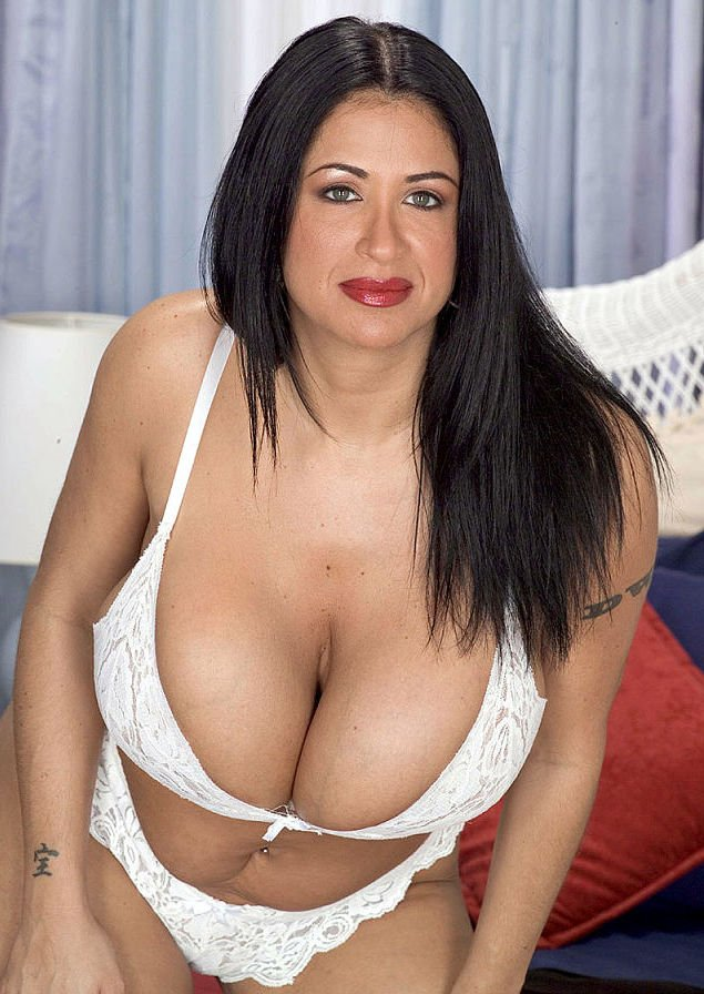 Amber Brooks big cleavage mature model