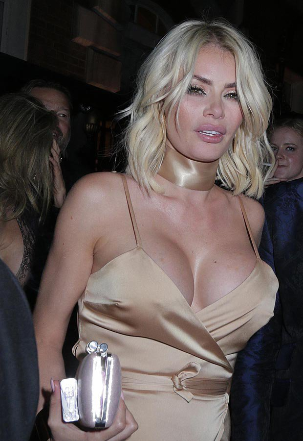Big tits woman Chloe Sims braless