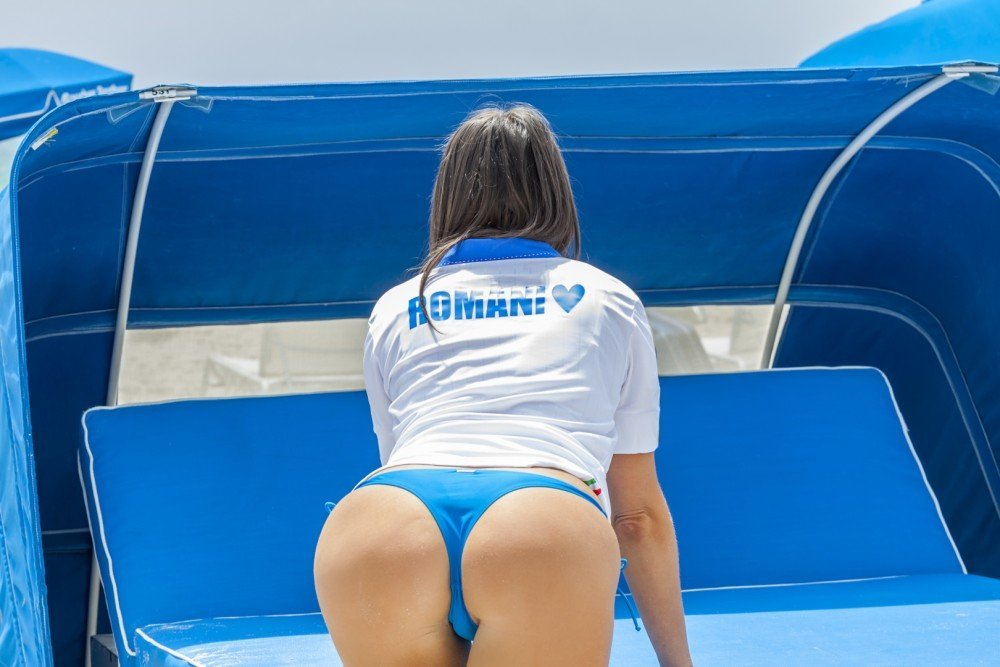 Claudia Romani sext buttocks