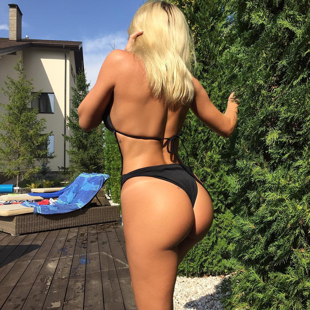 blonde chick in bikini with big ass