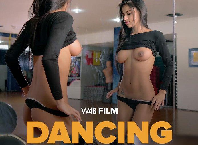 Denisse Gomez sexy dancing girl