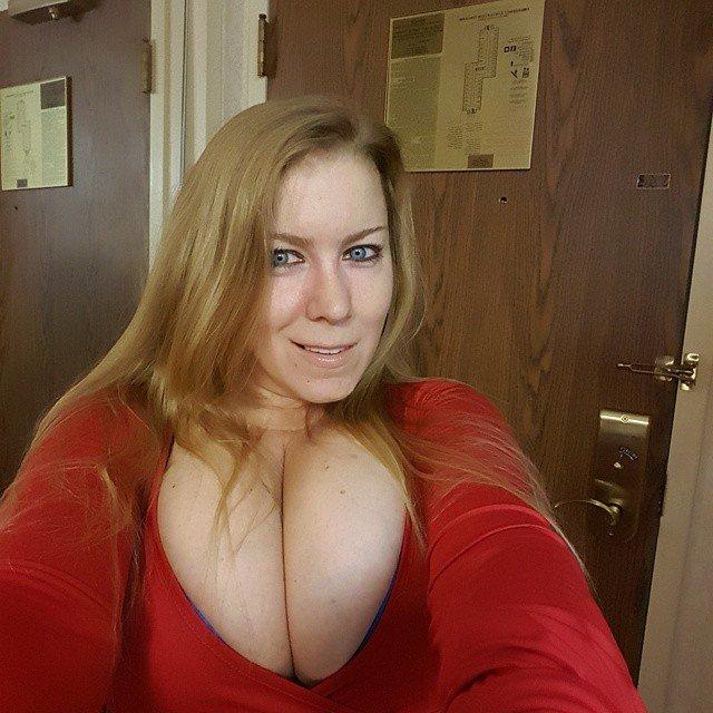 desiree deluca tits