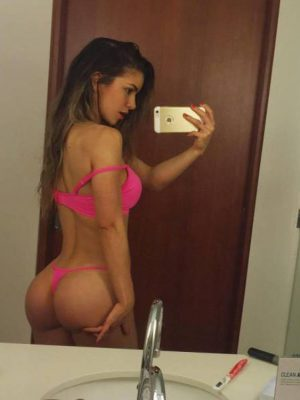 Friday Girls In Hot Selfies (27 pics)
