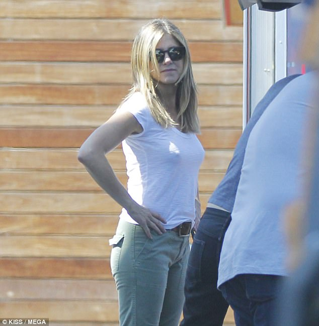 Famous celebrity Jennifer Aniston-Braless Pokies