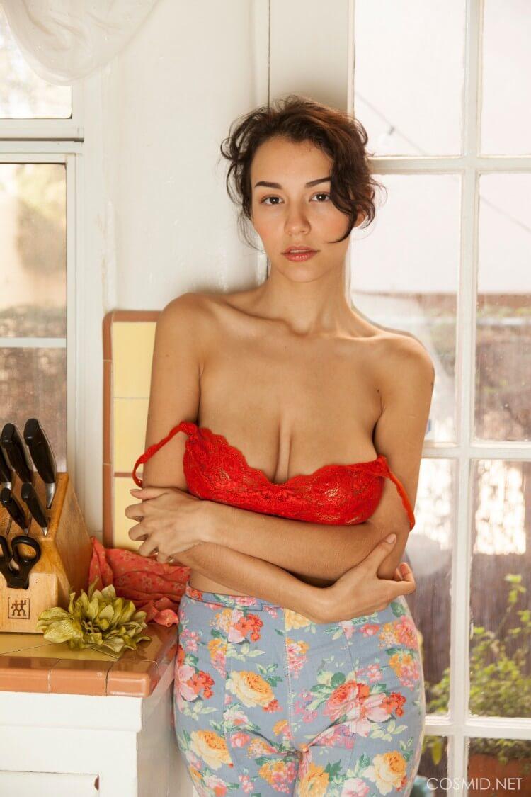 Jessem Floyd sexy tits in bra
