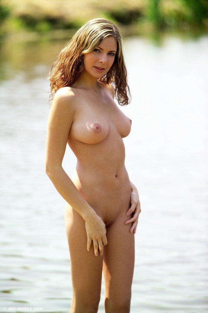 nude girl swim winter