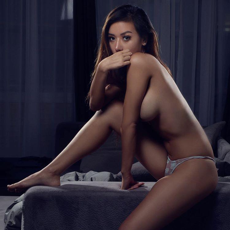 Love Lynn C sexy sideboob