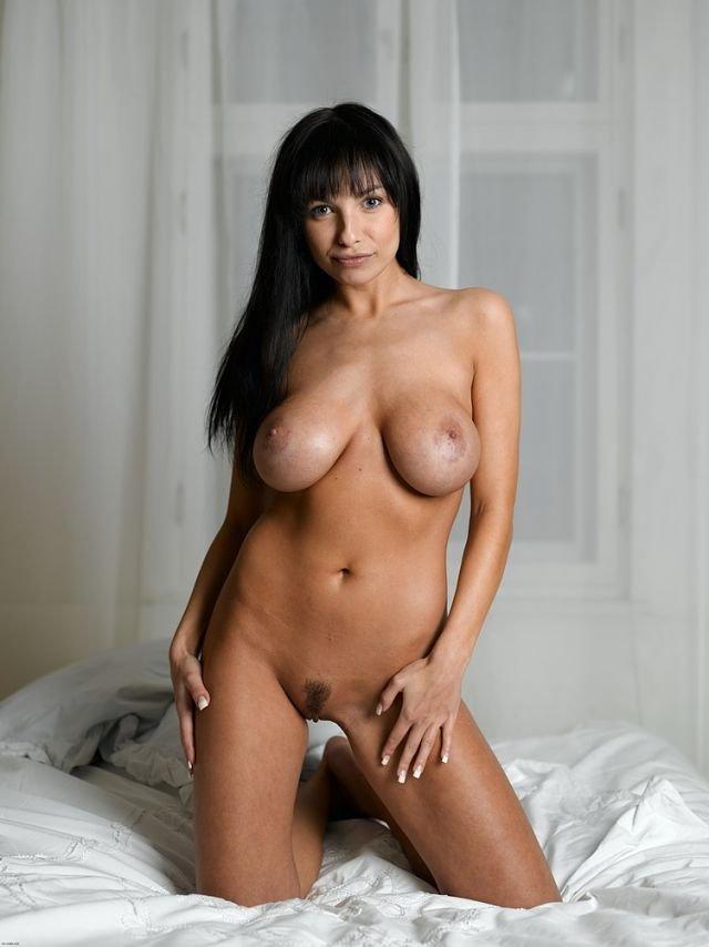 MCNudes-Marta-busty-naked-girl-1