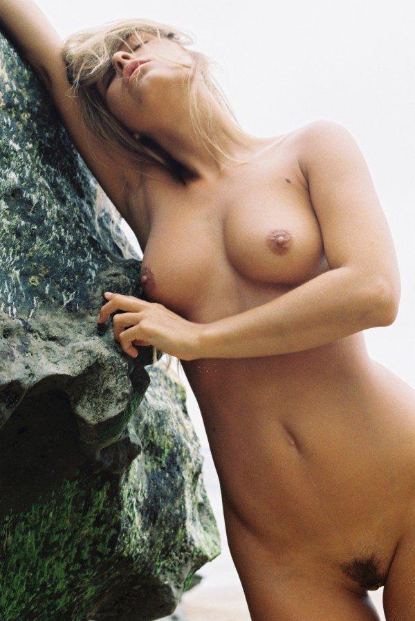 hot blonde model Marisa Papen nude pic 1