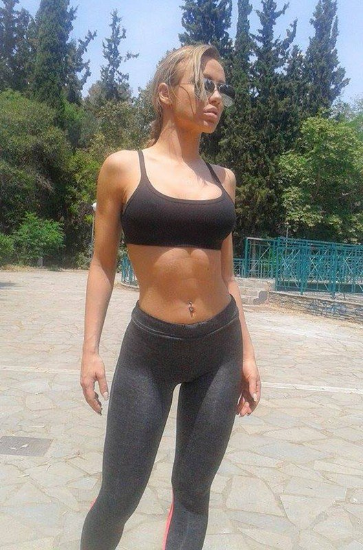 fitness girl wearing leggings and sports bra